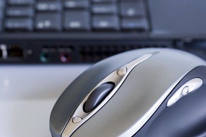 Ein gutes Gamer Mousepad muss speziellen Anforderung unterliegen, nur so lassen sich Skillgames gegen echte Gegner gewinnen. Nicht nur professionelle Gamer, sondern auch Hobbygamer schwören auf diese Mousepads, da die Kontrolle und Schnelligkeit der passenden Maus verbessert wird. So baut sich kein Frust bei einem verlorenen Spiel auf, was durch falsche Hardware geschah.